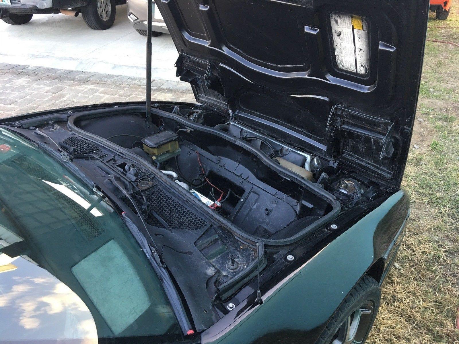 1986 Pontiac Fiero trunk