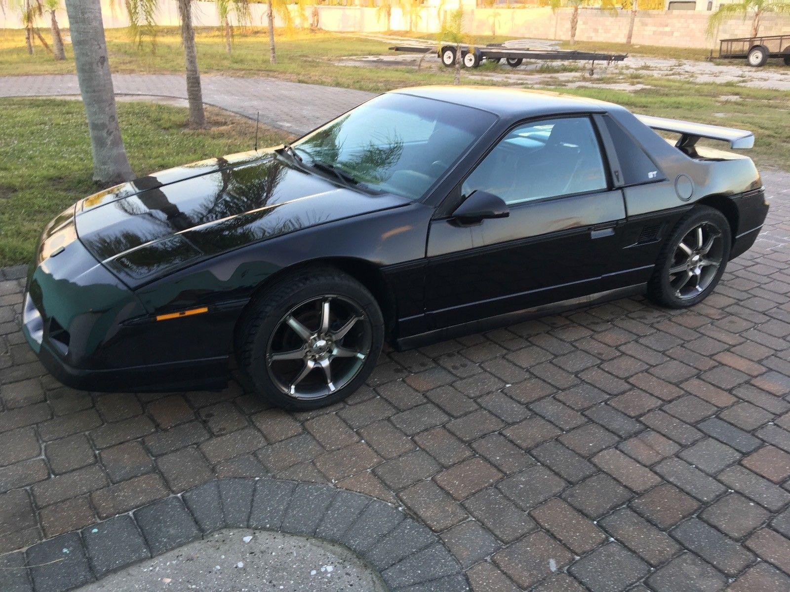 1986 Pontiac Fiero 3/4 front