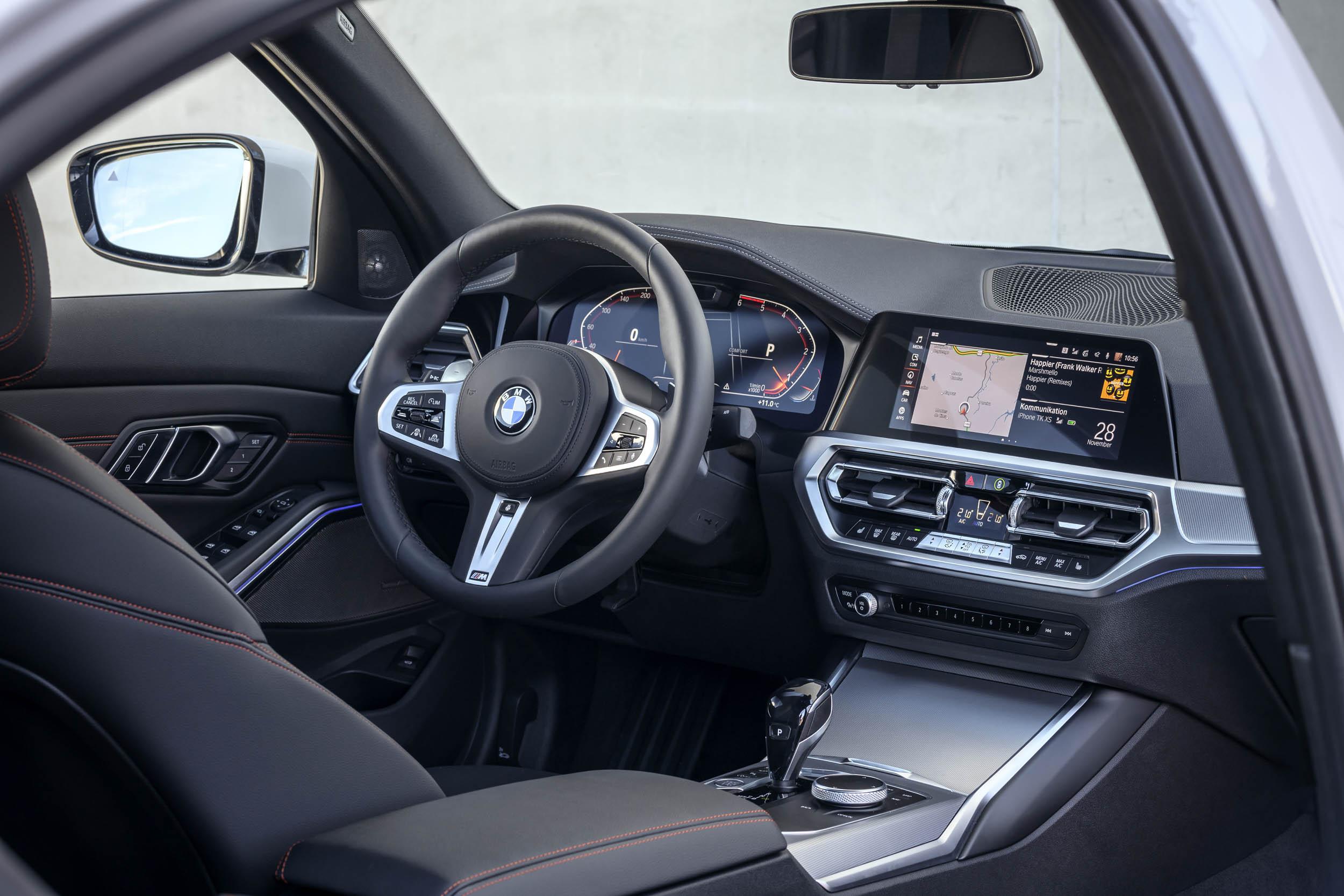 2019 BMW 320d Sport Line cockpit