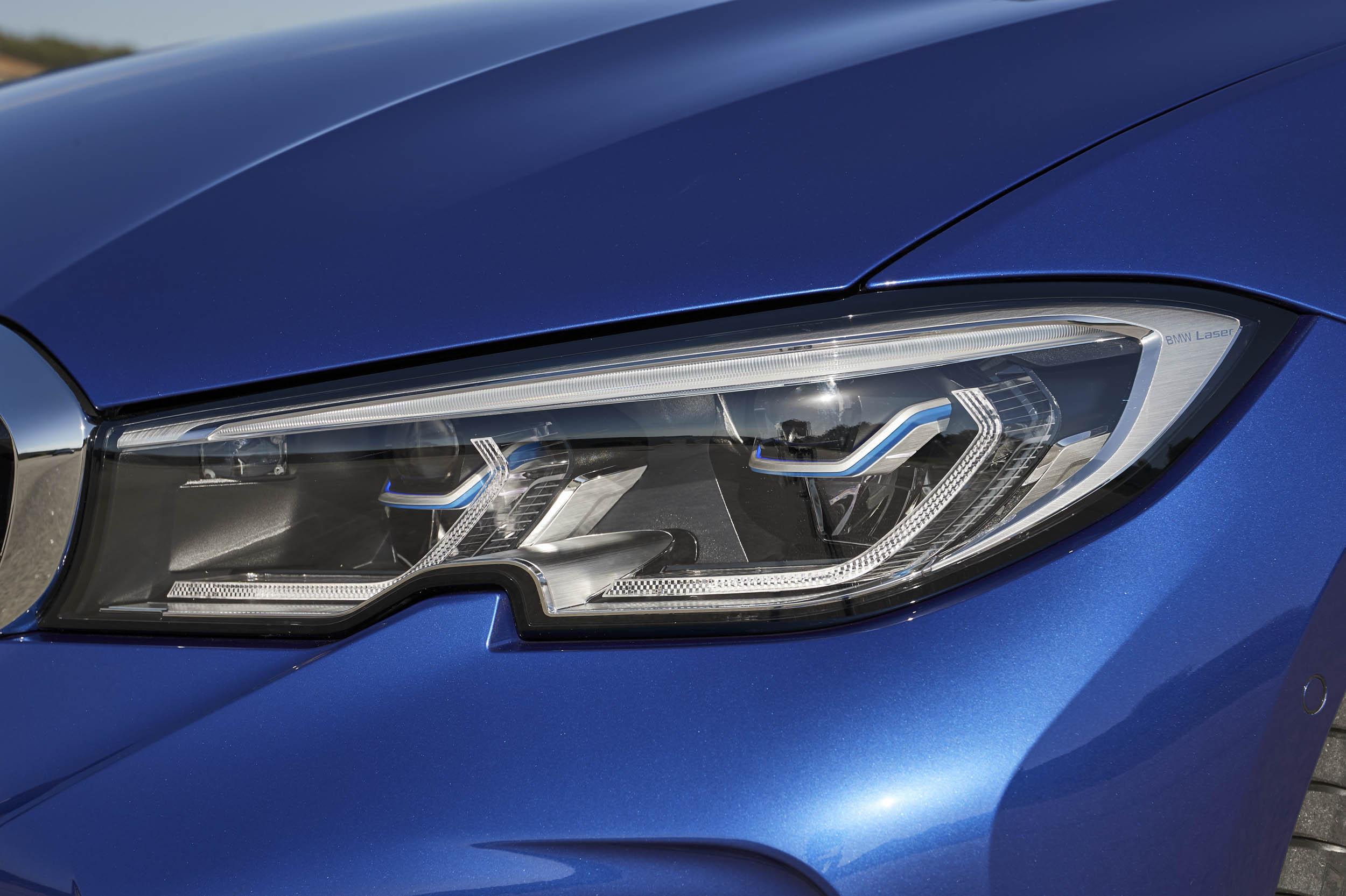 2019 BMW 330i M Sport headlight detail