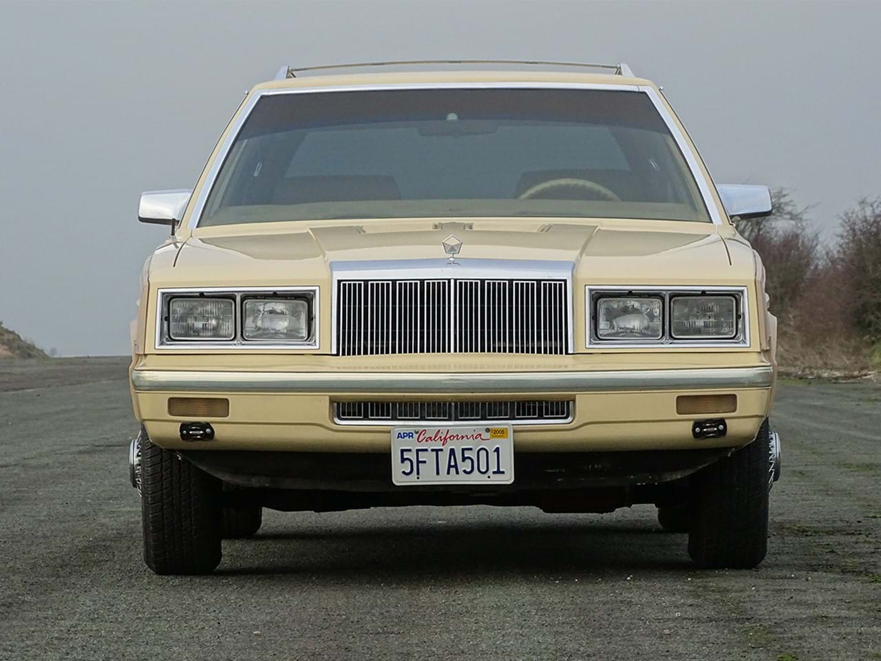 1985 Chrysler LeBaron Town and Country Wagon front grille
