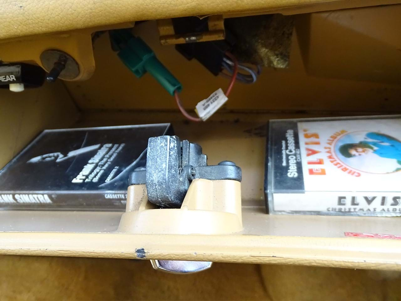 1985 Chrysler LeBaron Town and Country Wagon glove box