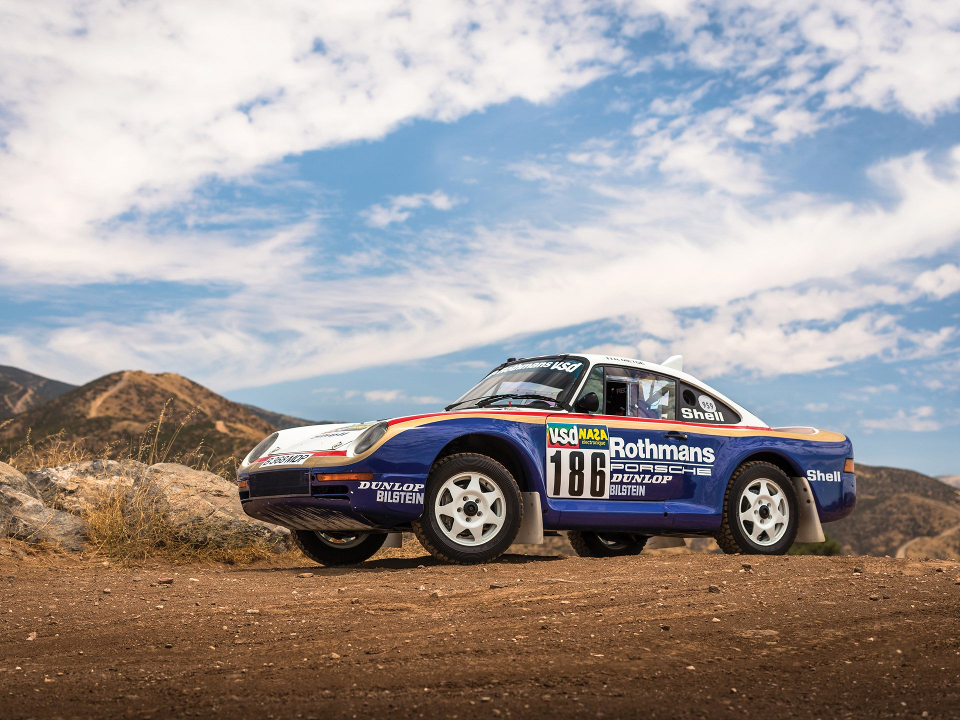 1985 Porsche 959 Paris-Dakar Rally Car 3/4 front dirt