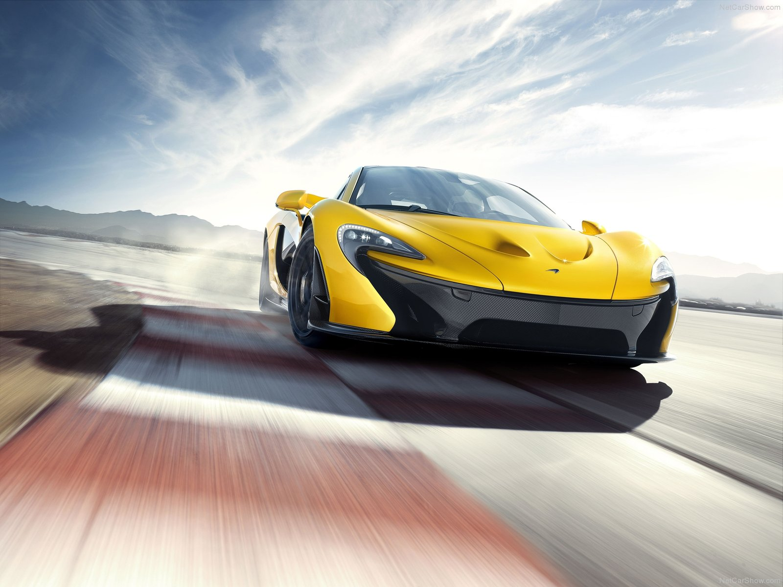 2014 McLaren P1 on track