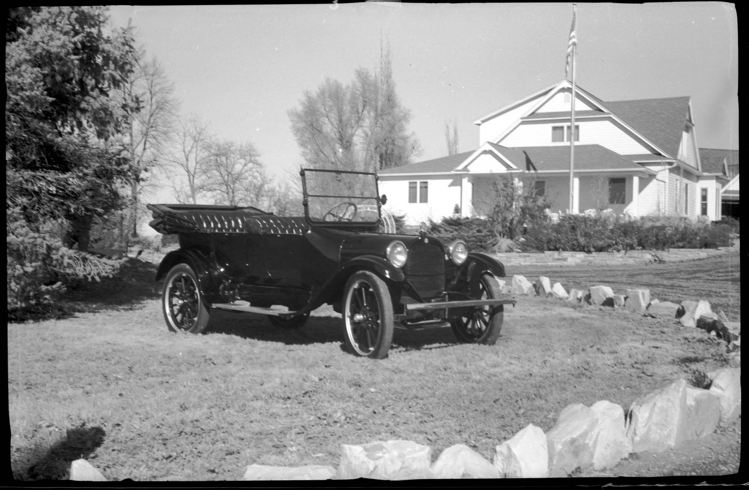 This photo was taken with a vest-pocket 1917 Kodak film camera.