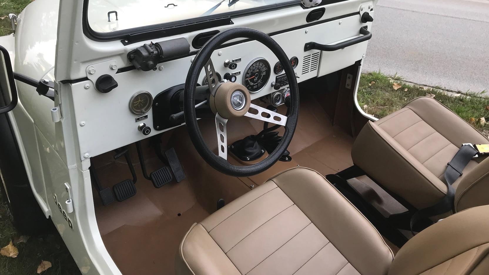 1977 Jeep CJ-7 interior steering wheel