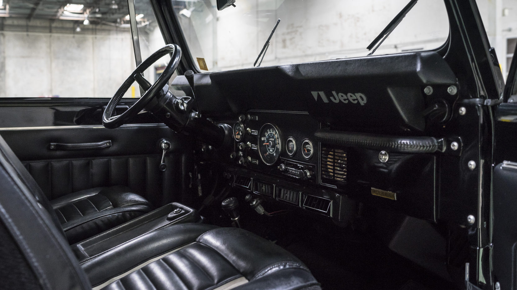 1981 Jeep CJ-7 interior passenger