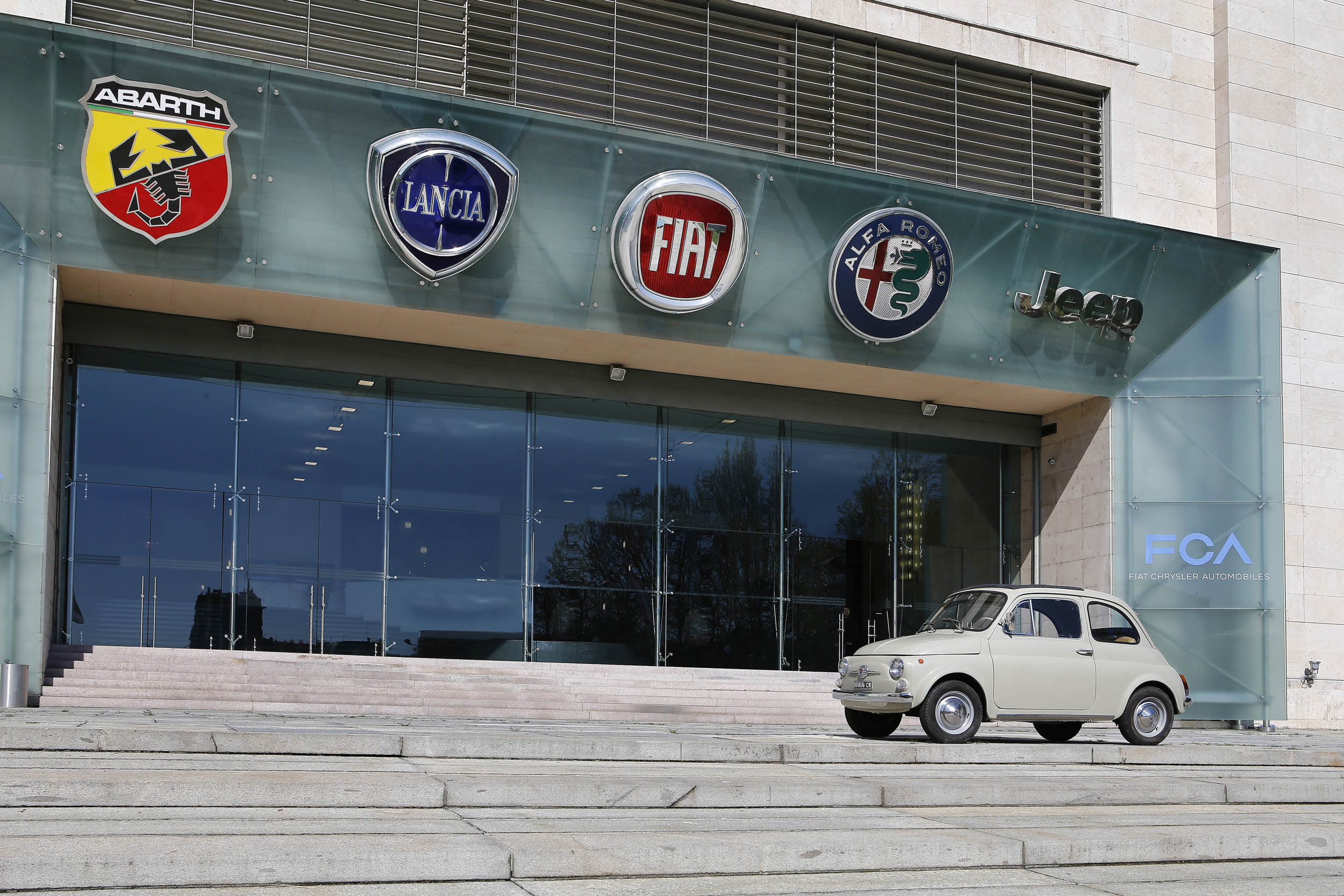 FIAT 500 F in front of the headquarters