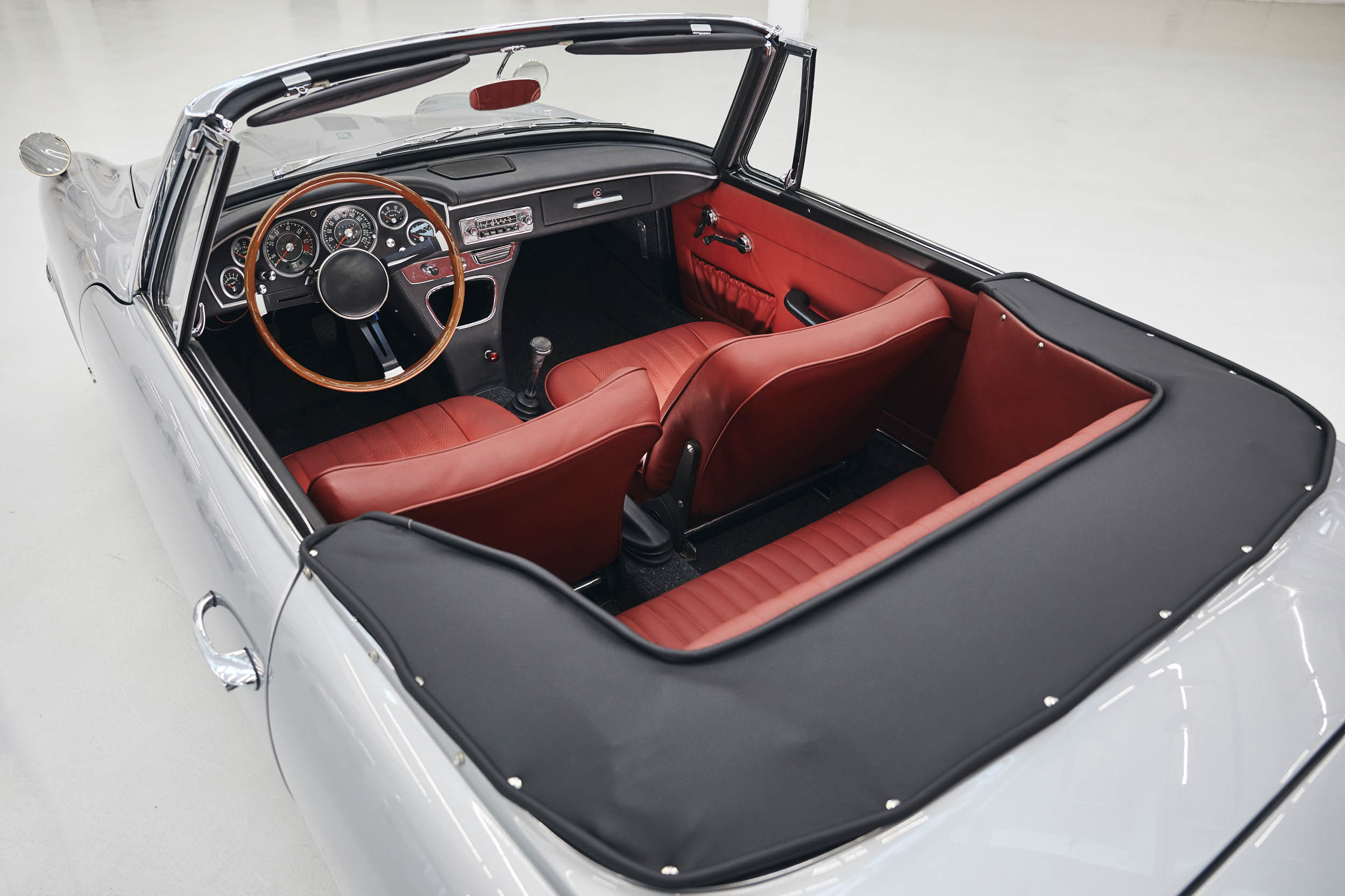 BMW 1600 GT convertible interior