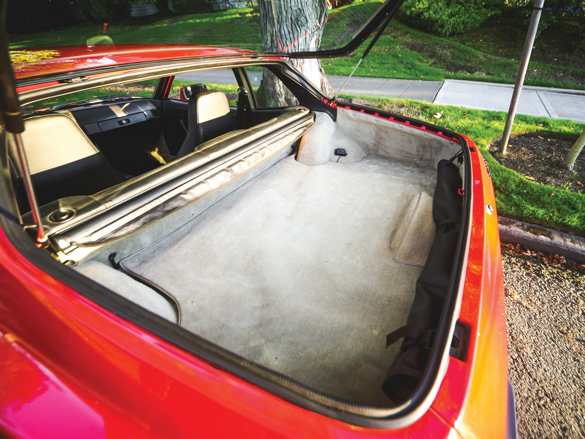 1984 Porsche 944 rear hatch