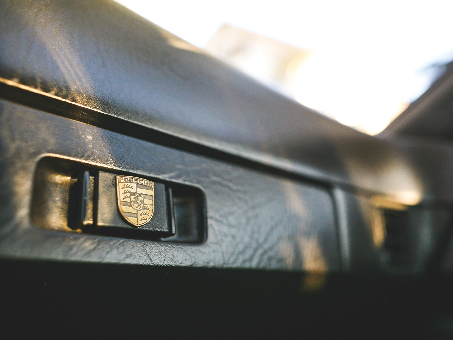 1984 Porsche 944 glovebox
