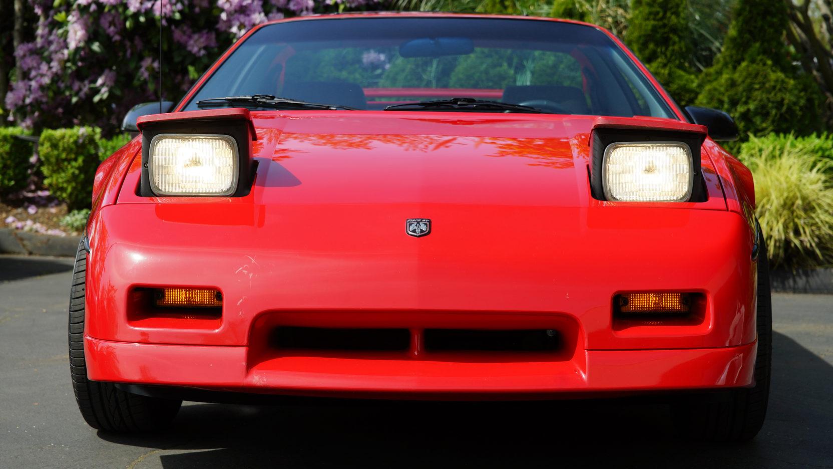 1986 Pontiac Fiero GT front