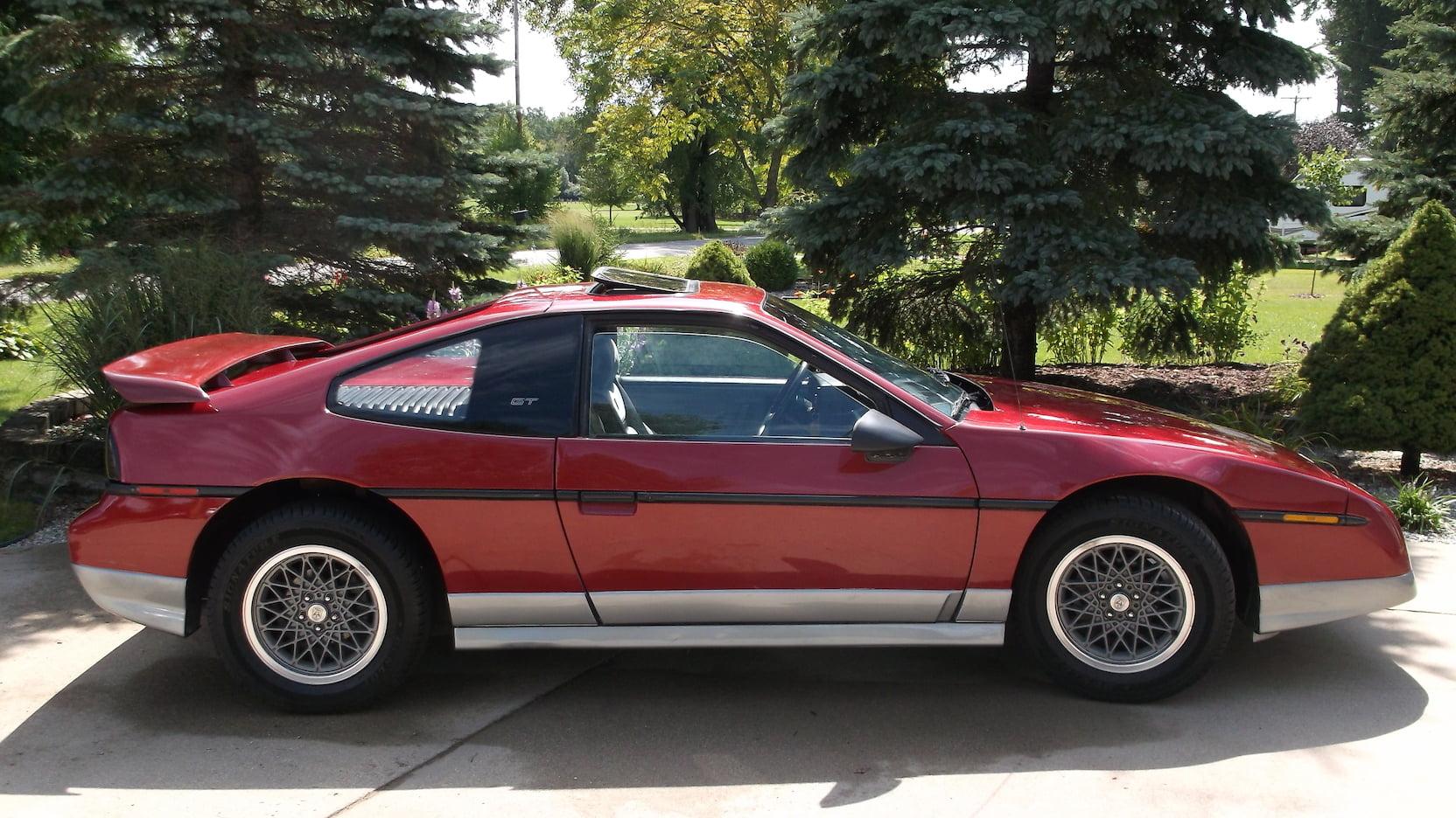 1987 Pontiac Fiero GT profile