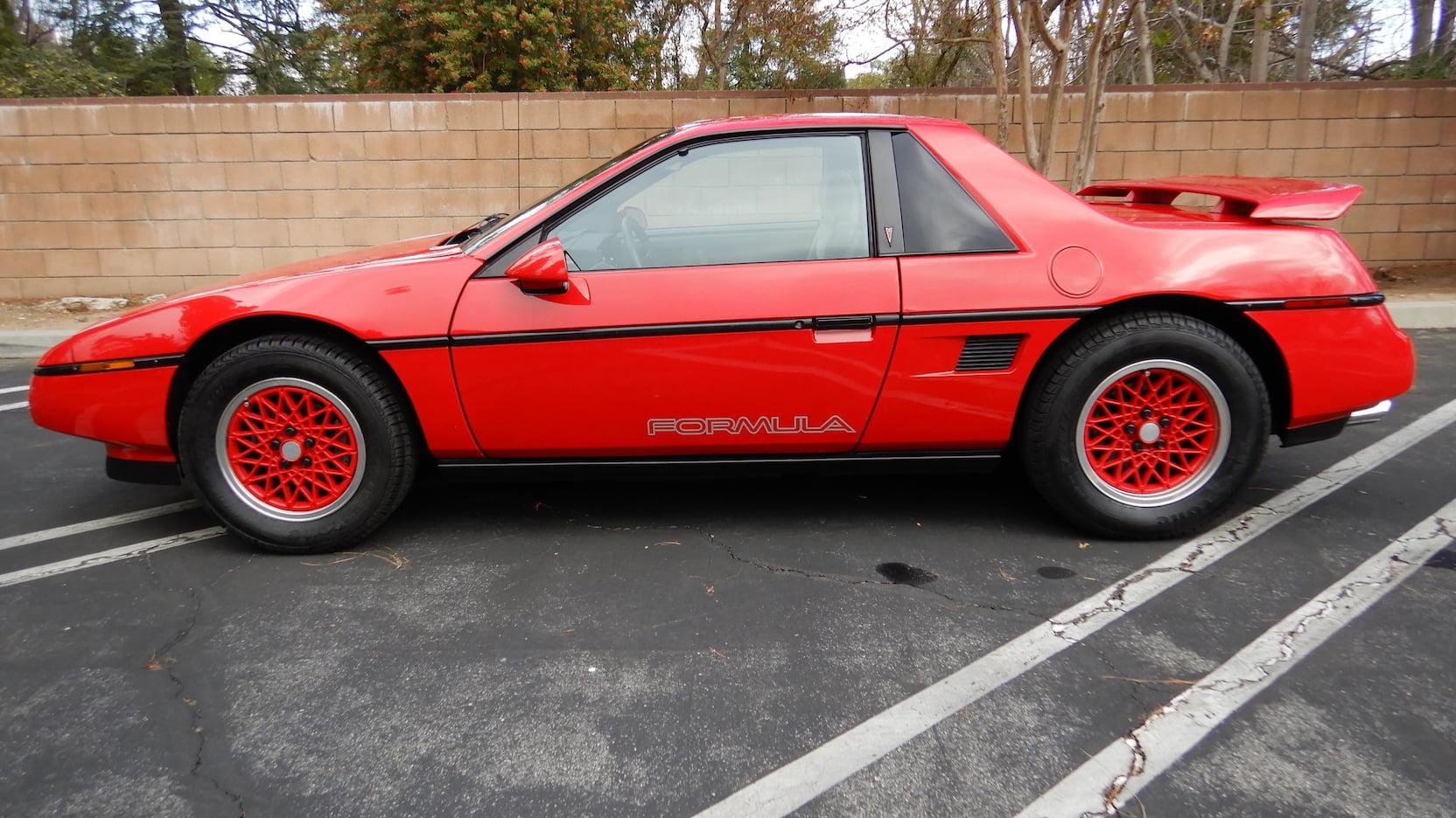 1988 Pontiac Fiero Formula profile
