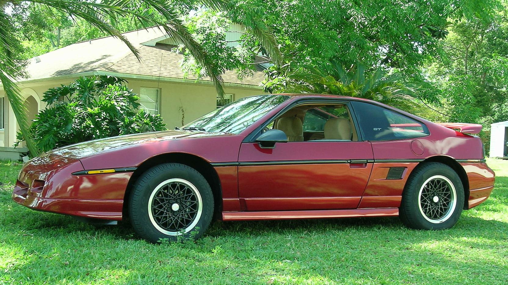 1988 Pontiac Fiero GT front 3/4
