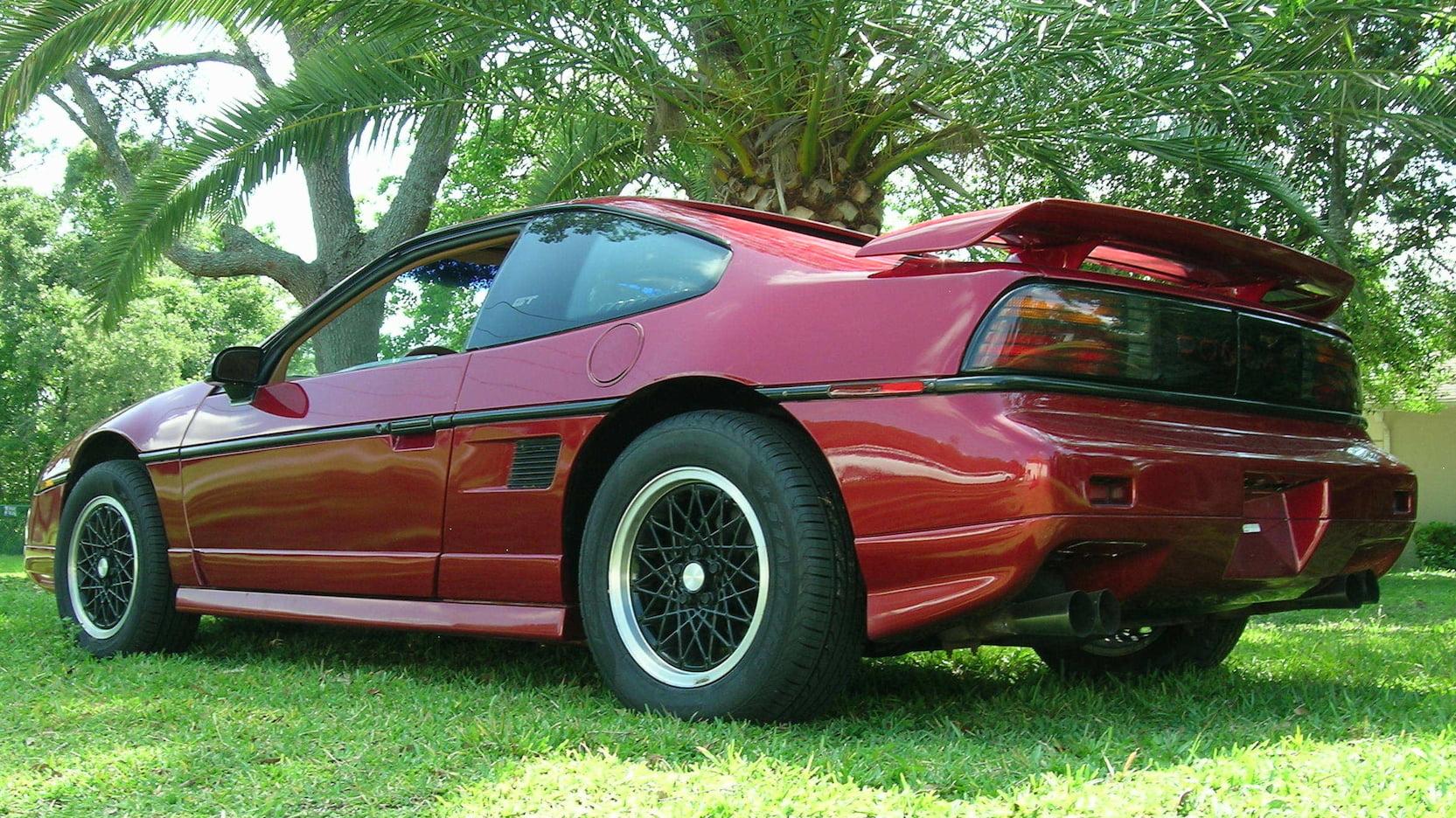 1988 Pontiac Fiero GT rear 3/4