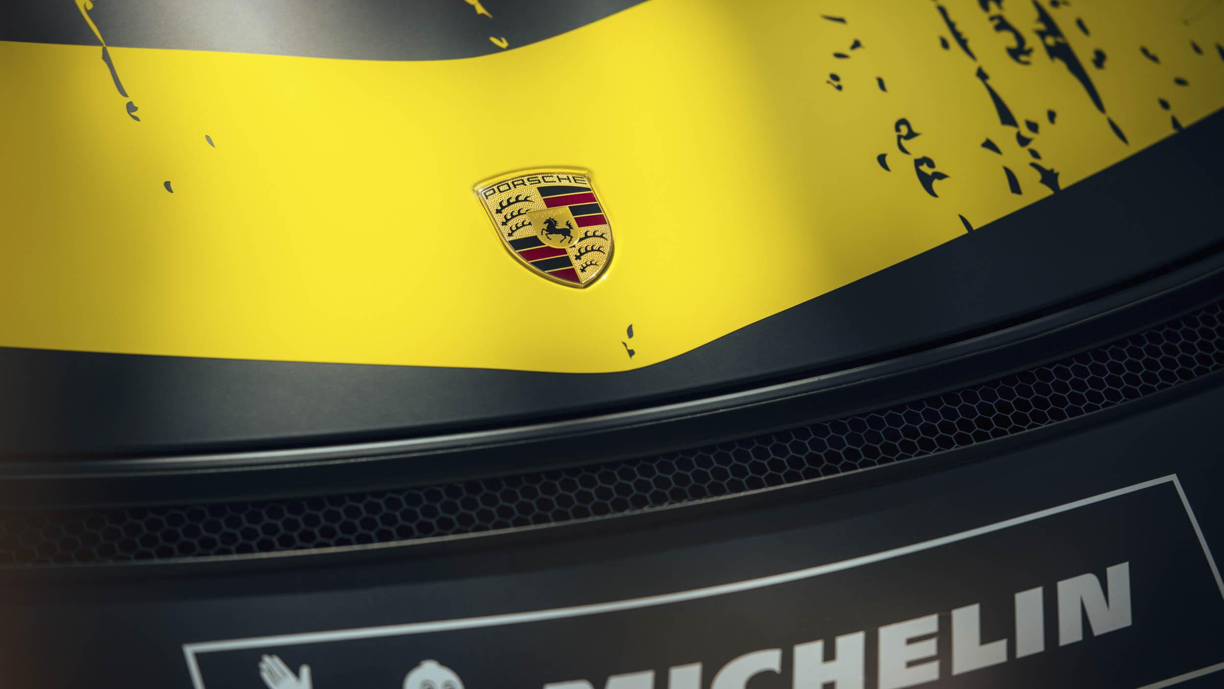 2019 Porsche 718 Cayman GT4 Clubsport badge