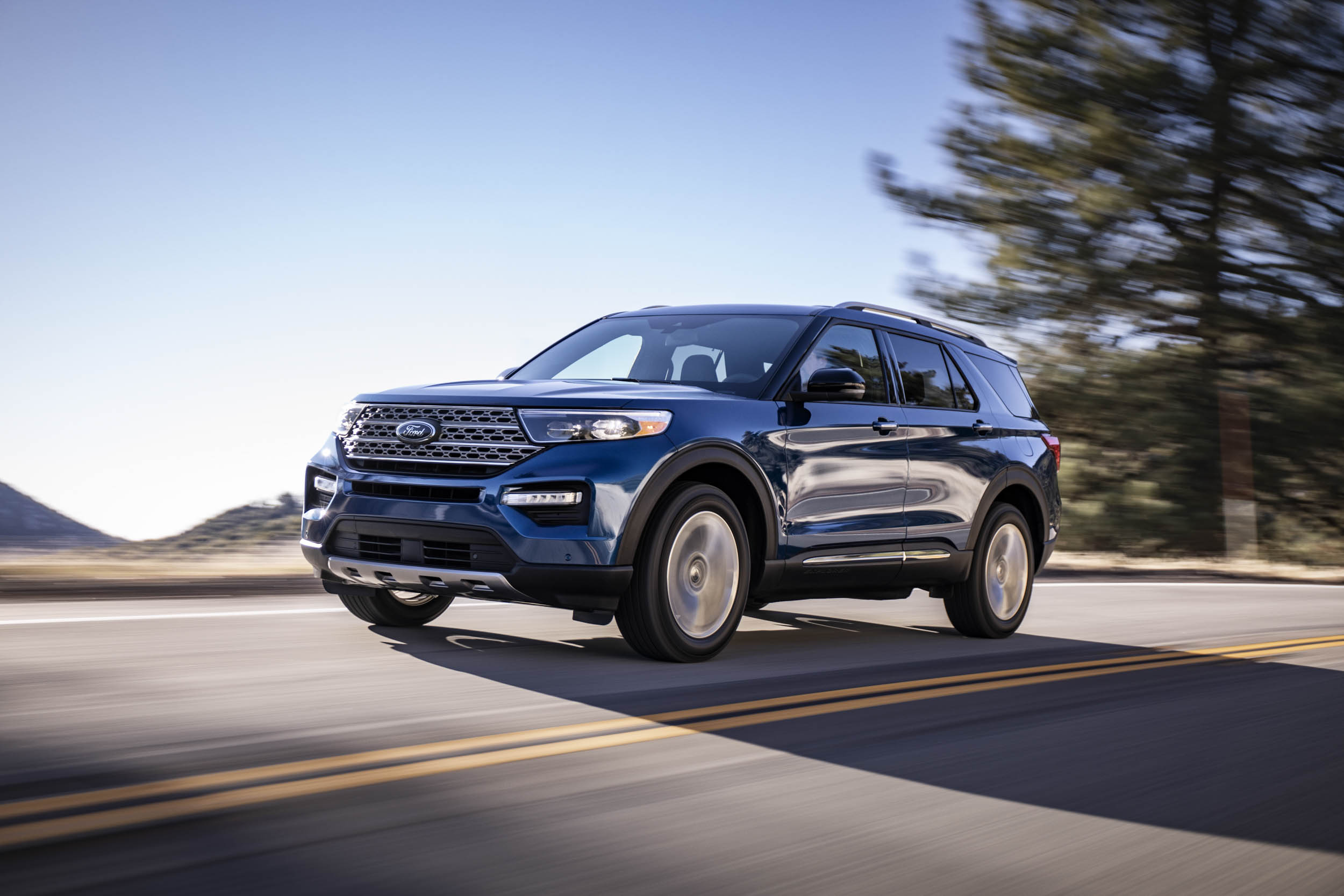 2020 Ford Explorer Limited front 3/4 driving
