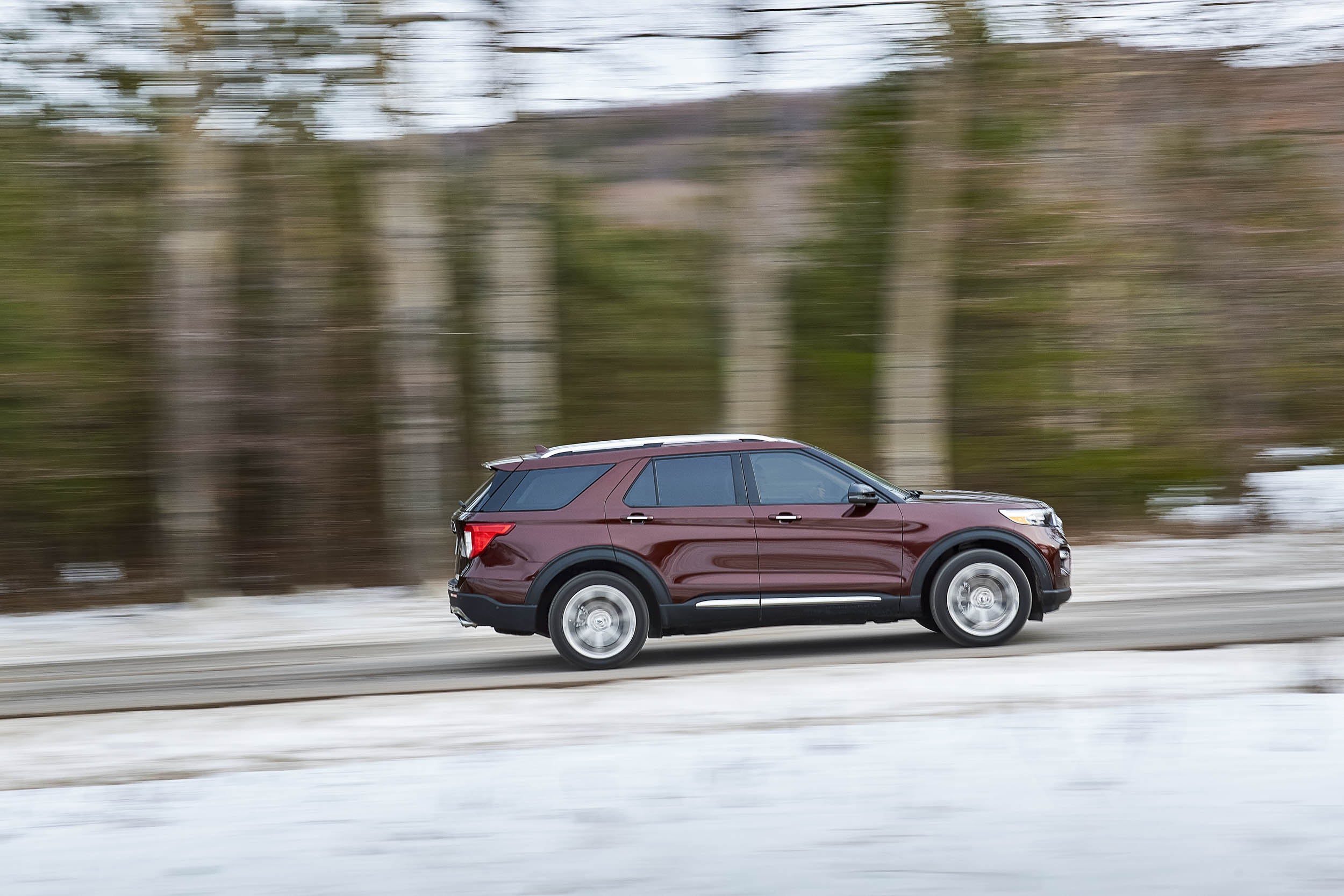 2020 Ford Explorer Platinum profile