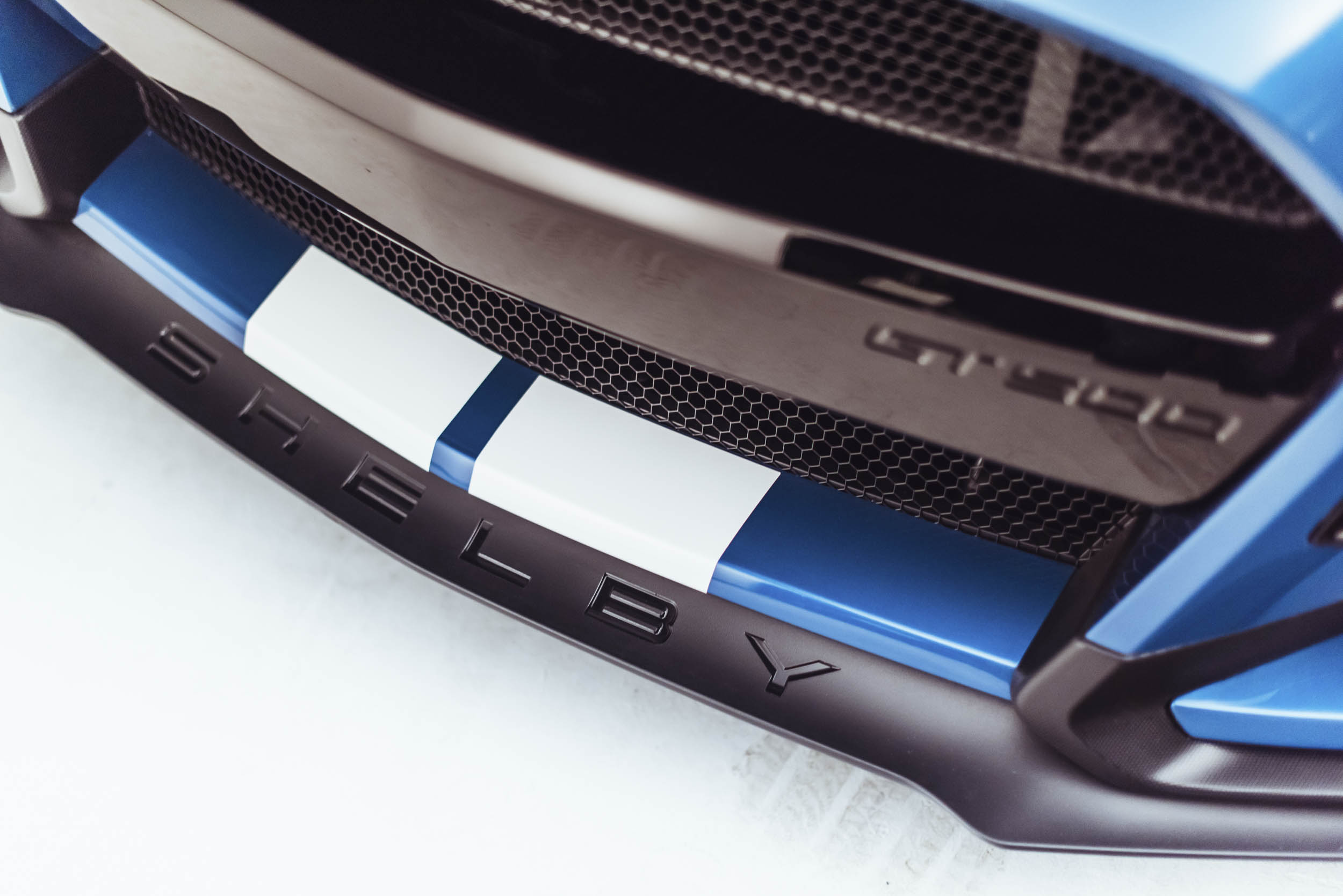 2020 Shelby GT500 front spoiler detail