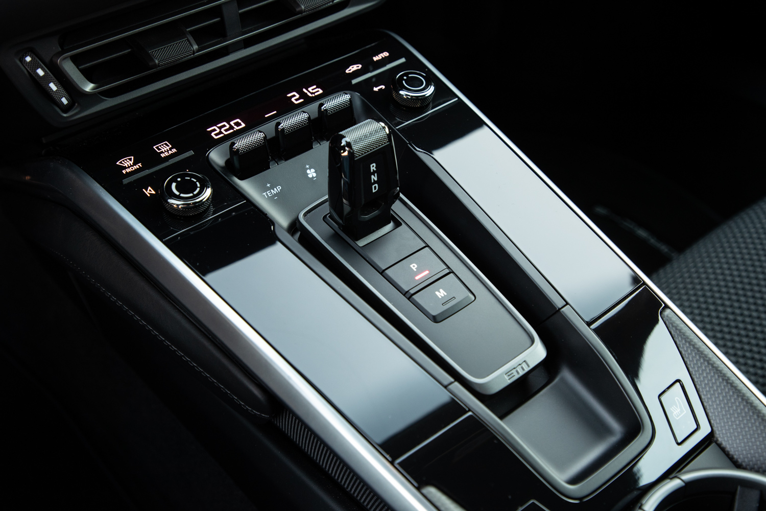2020 Porsche 911 Carrera S center console
