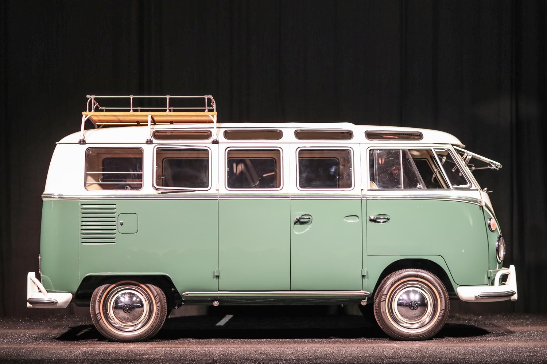 1966 Volkswagen Deluxe 21-window Samba Microbus