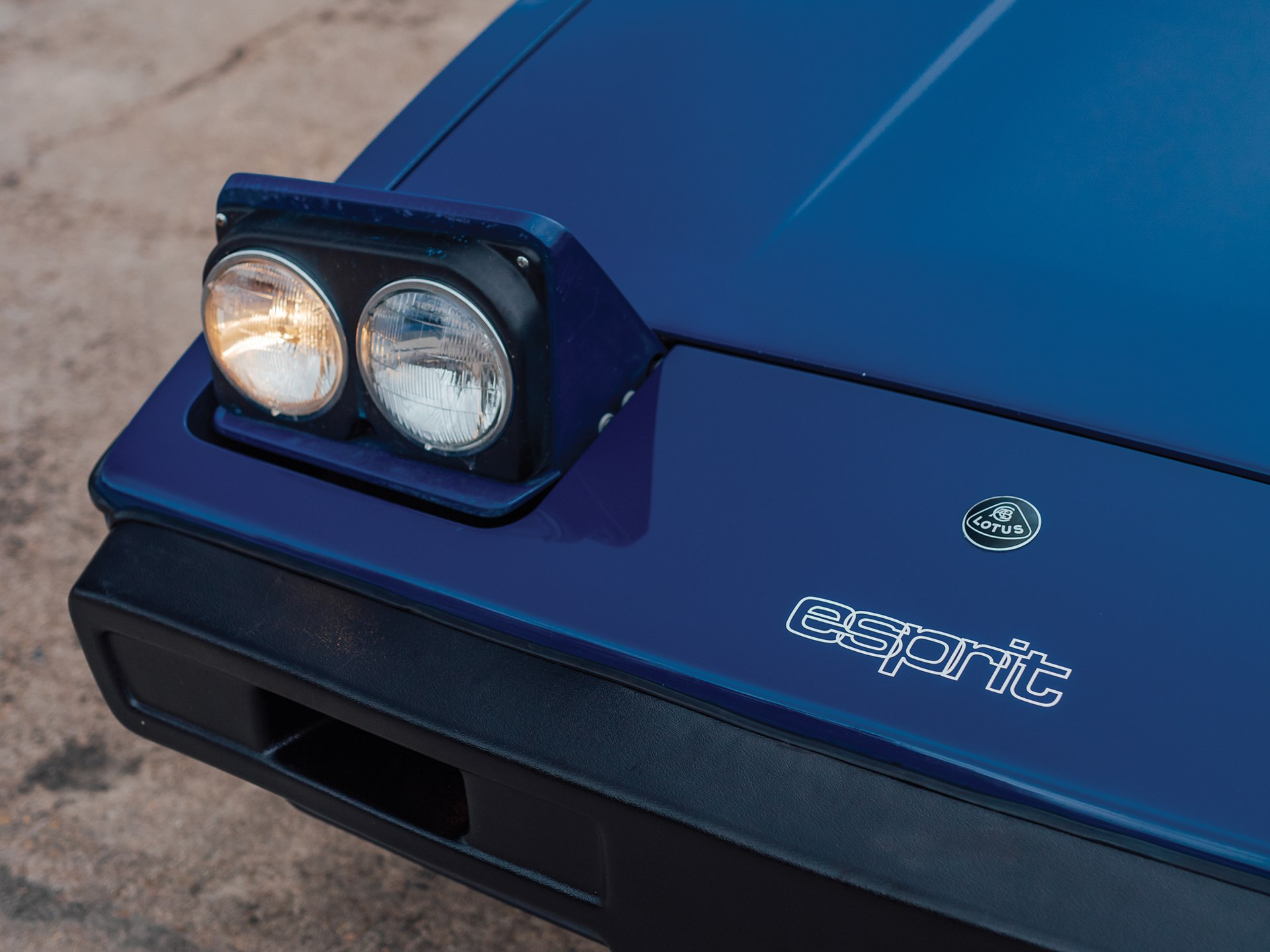 1977 Lotus Esprit Series 1 headlight detail