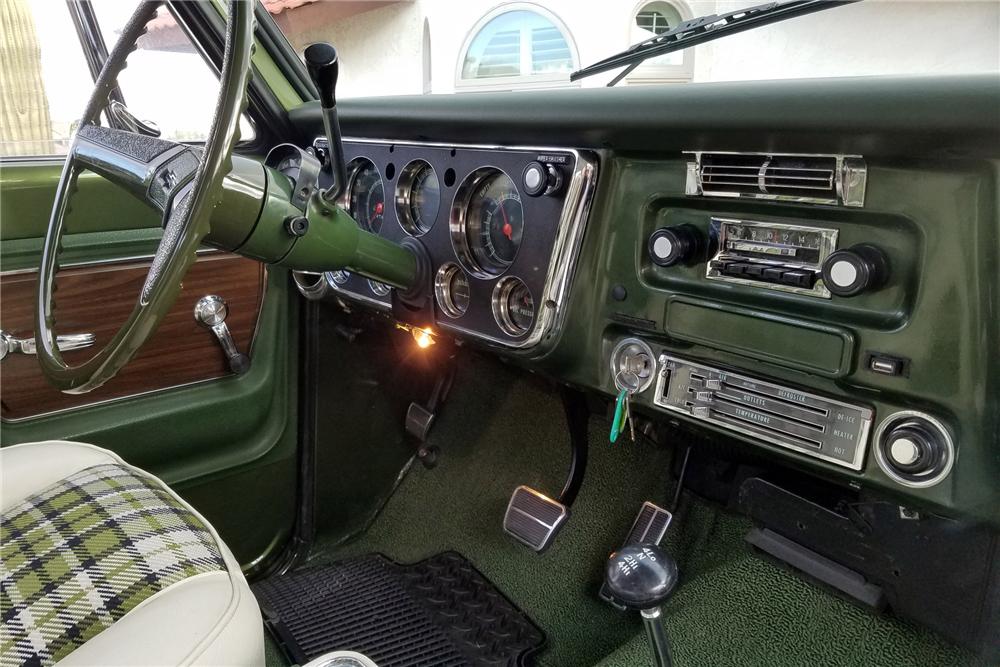 1972 Chevrolet K5 Blazer intior dash