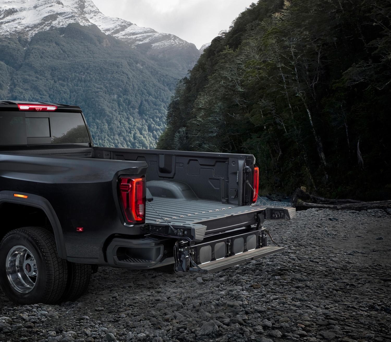 2020 GMC Sierra 2500HD foldting tailgate 2 step