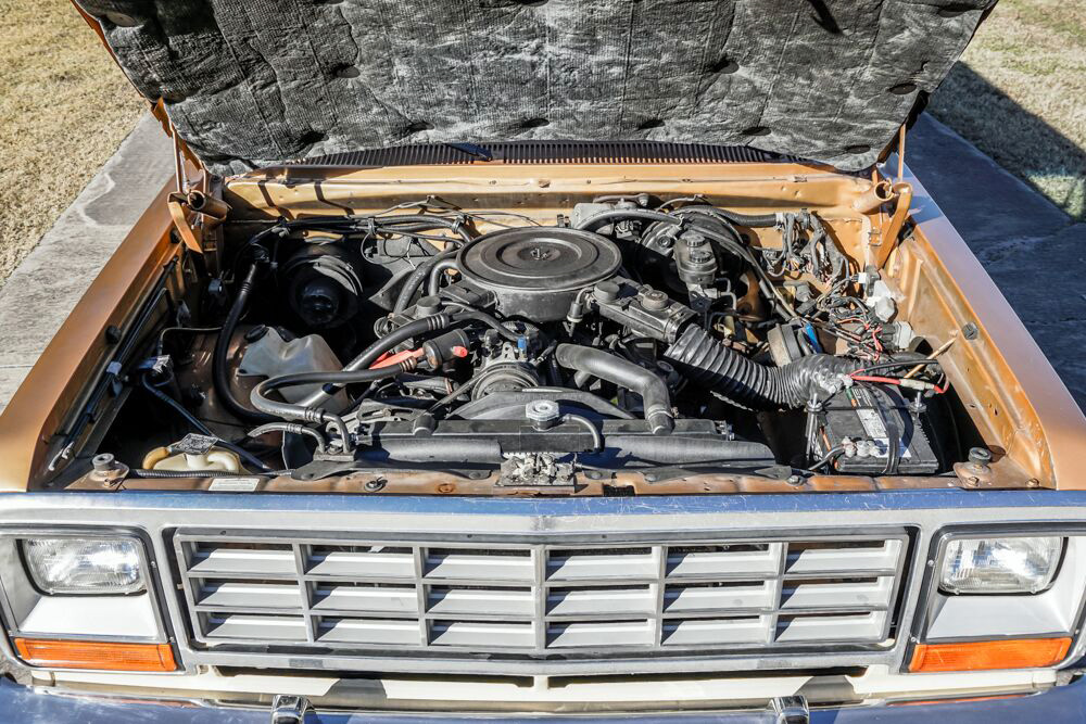 1985 Dodge Ramcharger engine