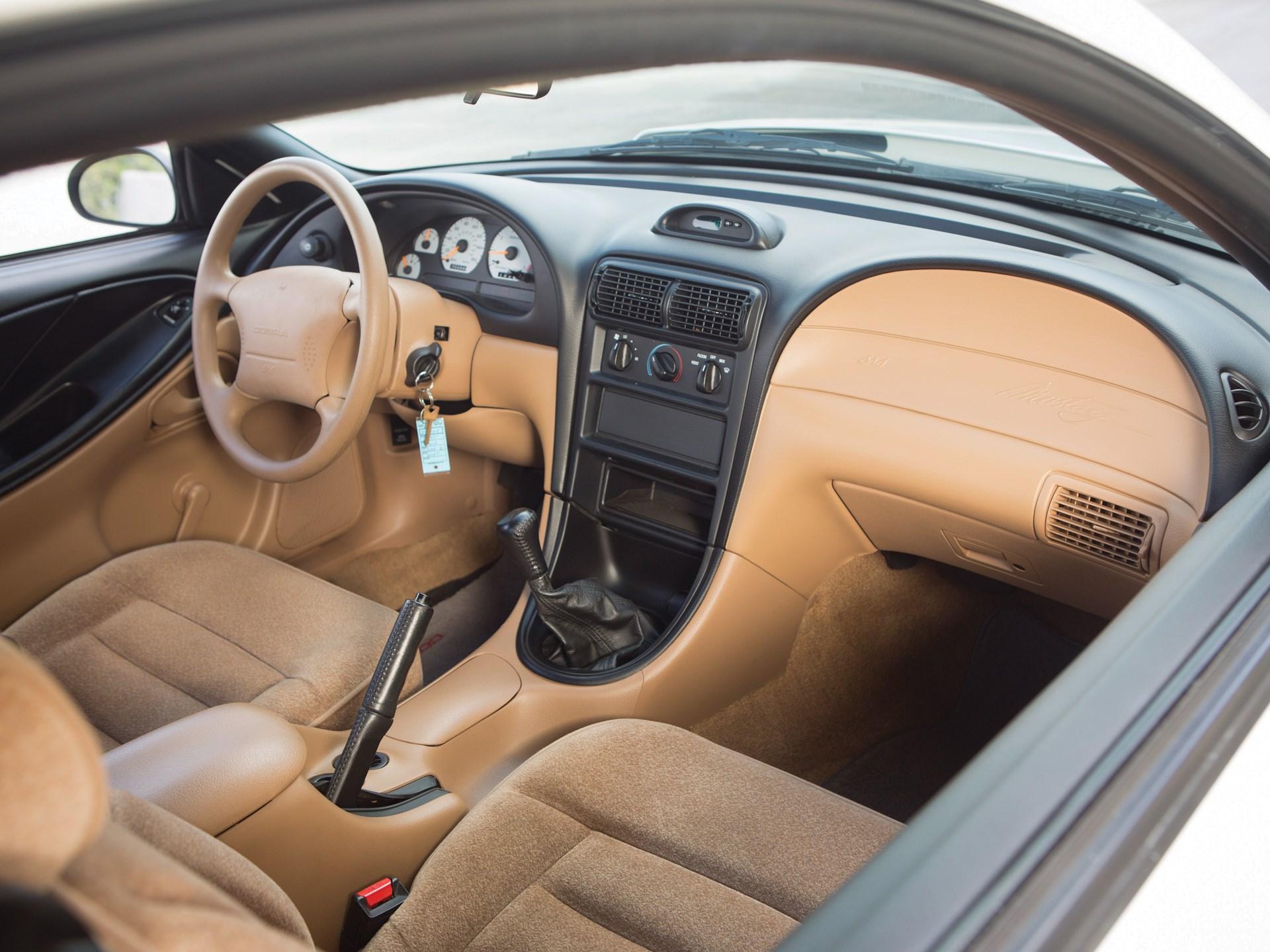 1995 Ford Mustang SVT Cobra R passenter interior