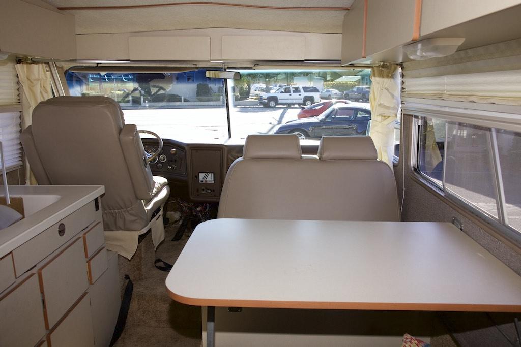 1973 FMC 2900 R interior