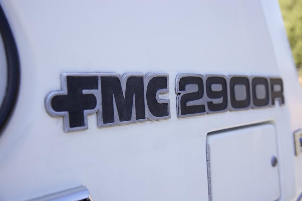 1973 FMC 2900 R badge