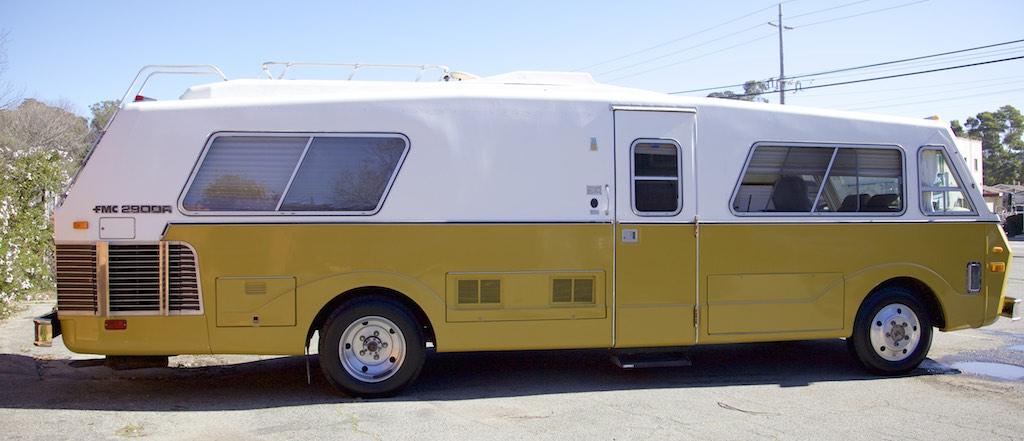1973 FMC 2900 R side profile