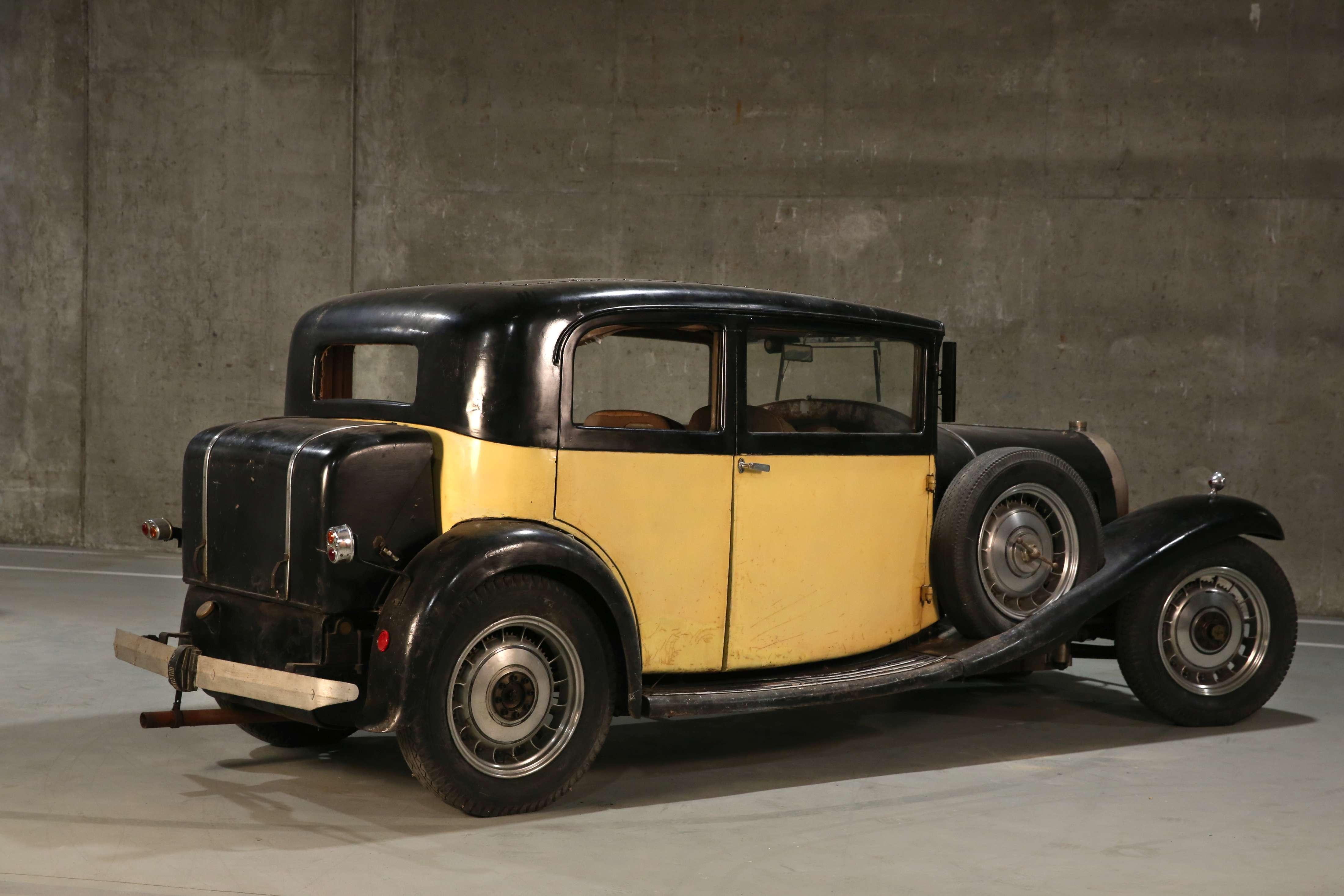 1932 Bugatti Type 49 Berline 2/4 portes Vanvooren rear 3/4