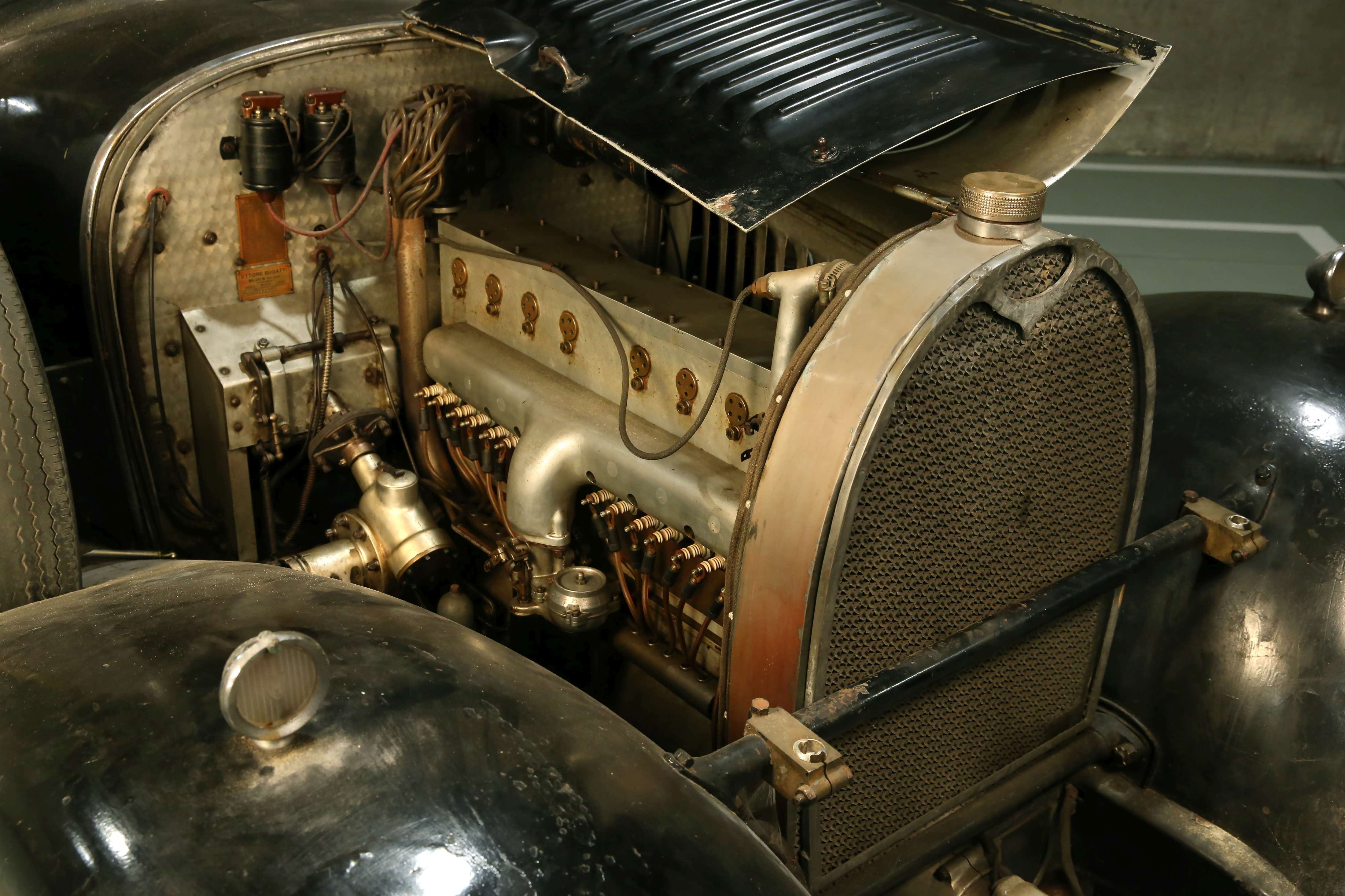 1932 Bugatti Type 49 Berline 2/4 portes Vanvooren engine