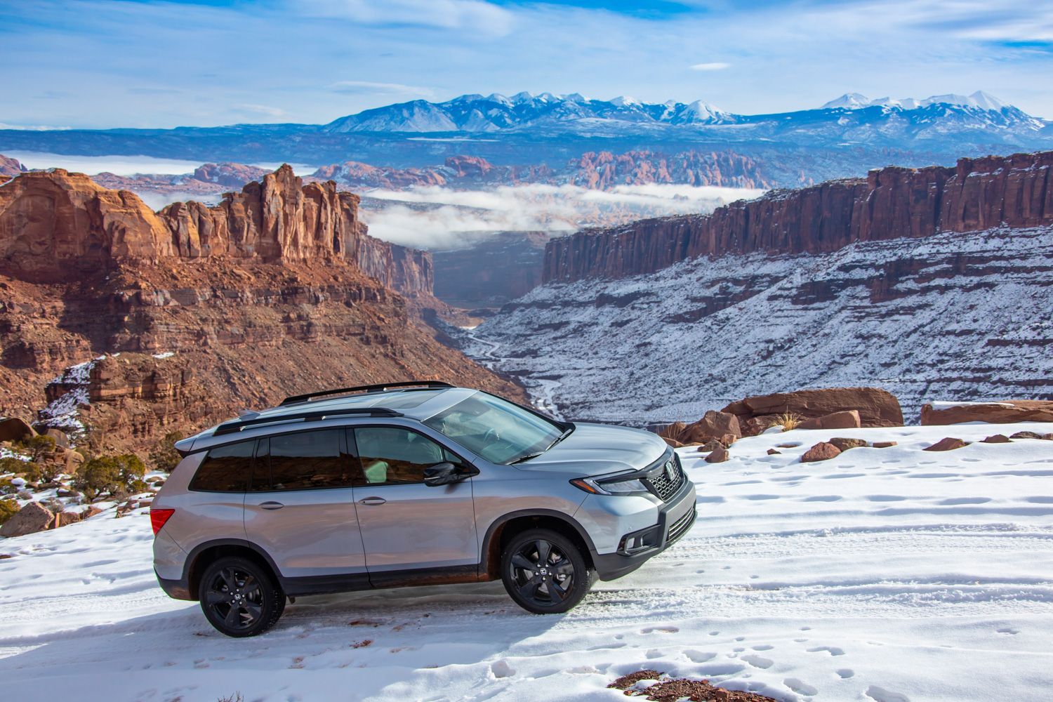 2019 Honda Passport side profile snow hill