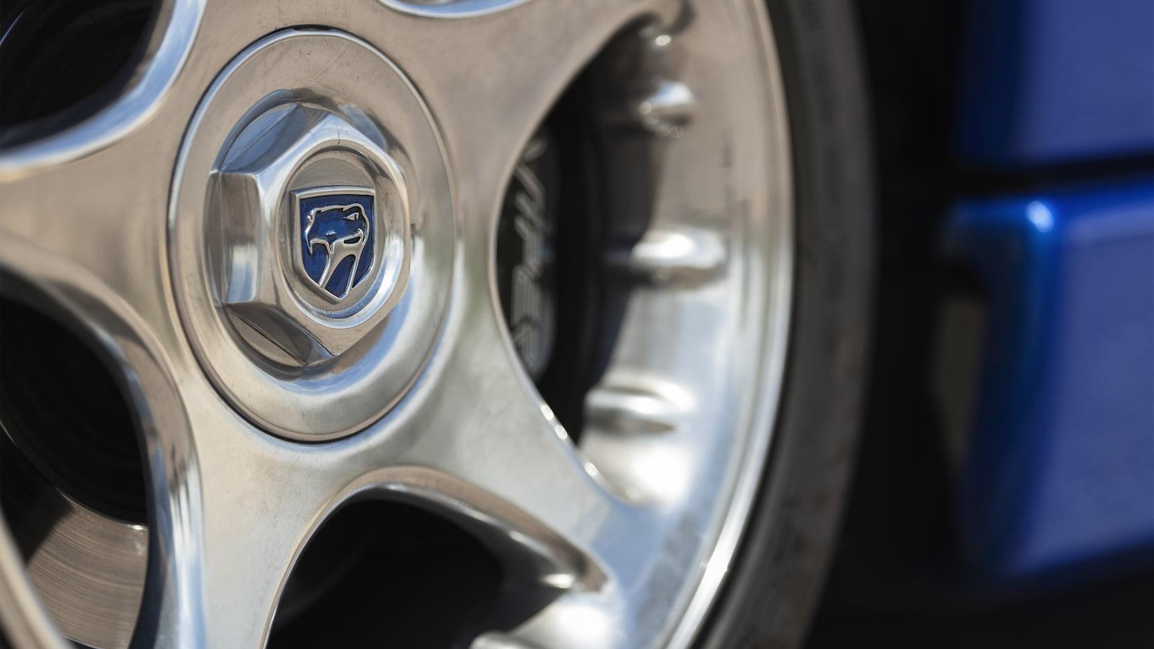 1996 Dodge Viper GTS wheel detail