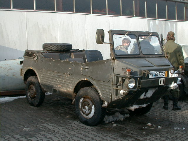 The Fiat-MAN-Saviem (FMS) version of the Europa Jeep has a shorter but higher nose, a two-piece windshield, and horizontal drop-down side gates.