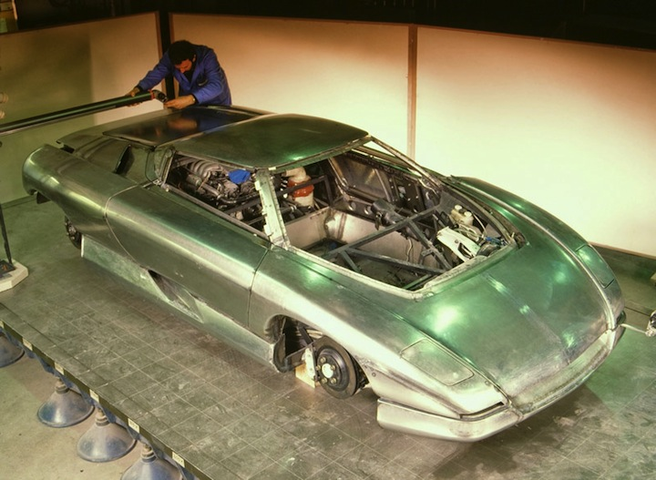 1990 Bertone Nivola concept under construction