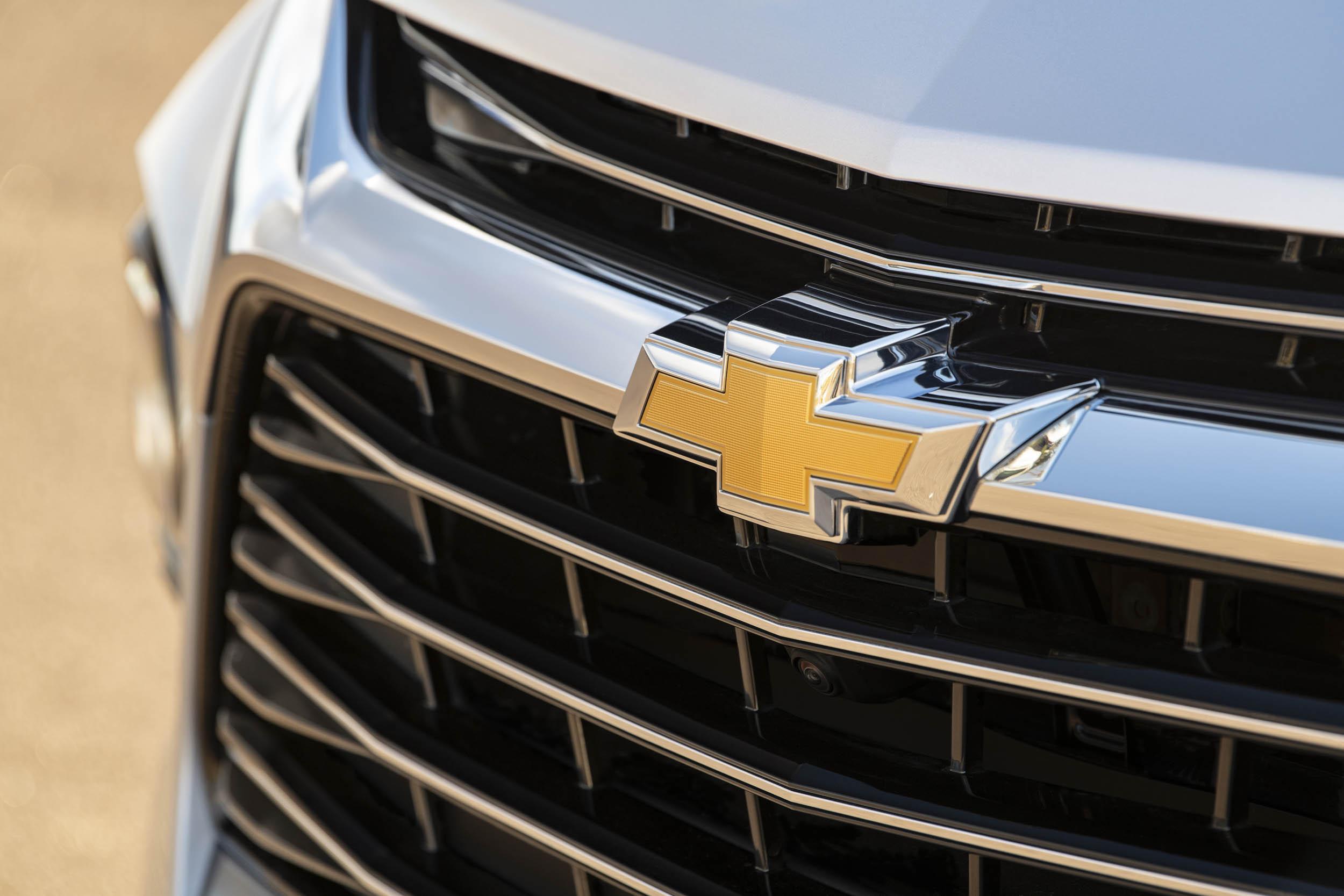 2019 Chevrolet Blazer grille badge detail