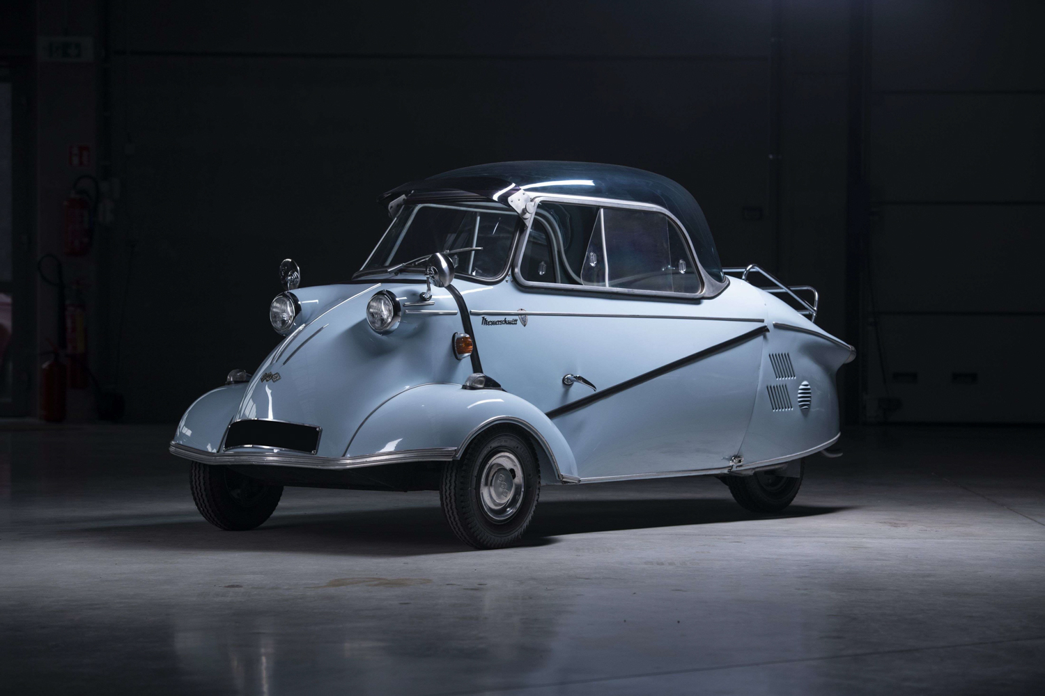 These 6 oddball cars are the heart and soul of Paris Rétromobile thumbnail