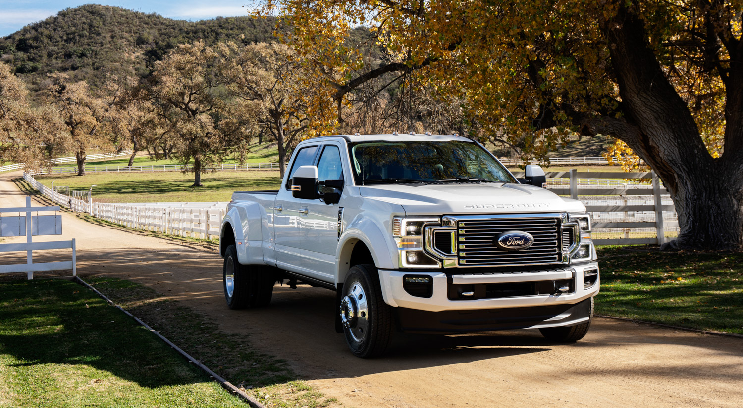 2020 Ford F-450 Super Duty 3/4 front whtie