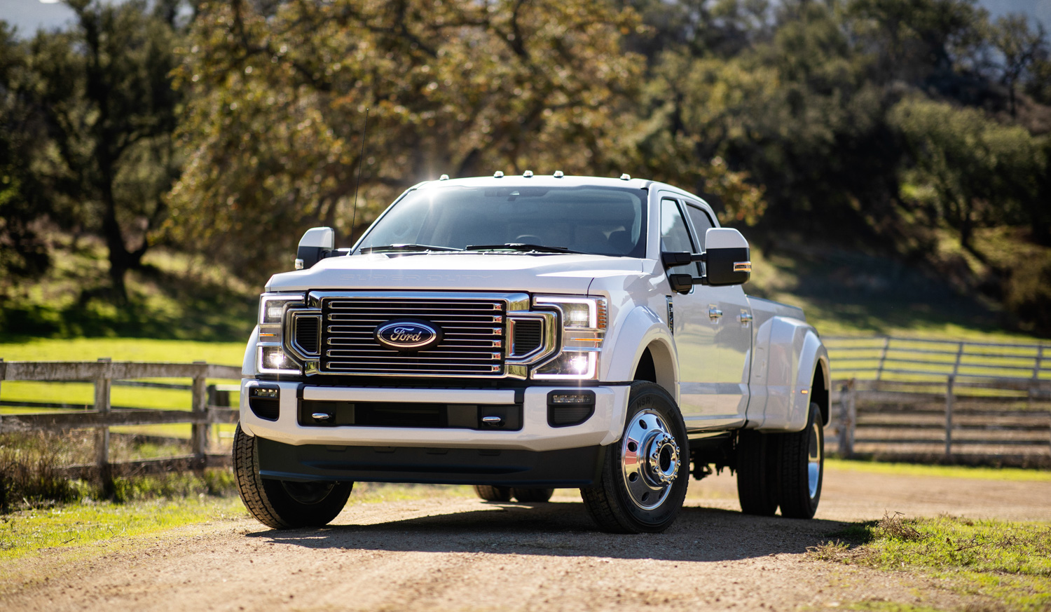 2020 Ford F-450 Super Duty 3/4 front dirt road