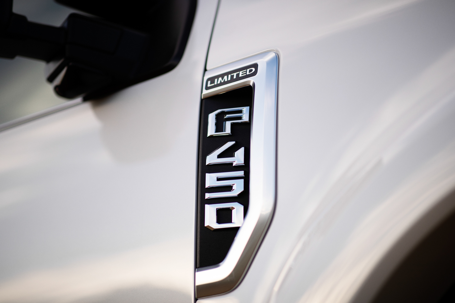 2020 Ford F-450 Super Duty badge detail