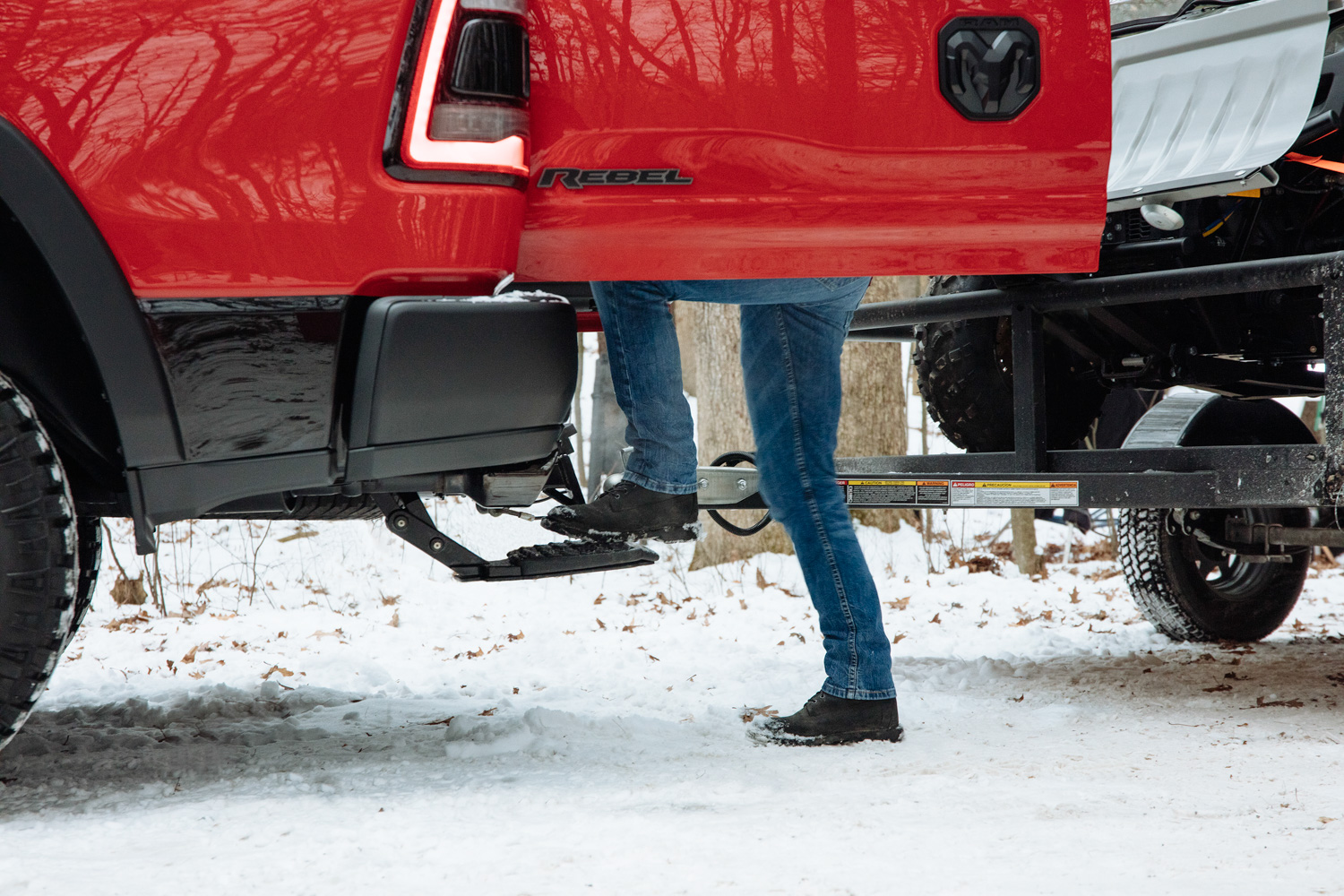 2019 Ram 1500 multifunction tailgate side hitch step