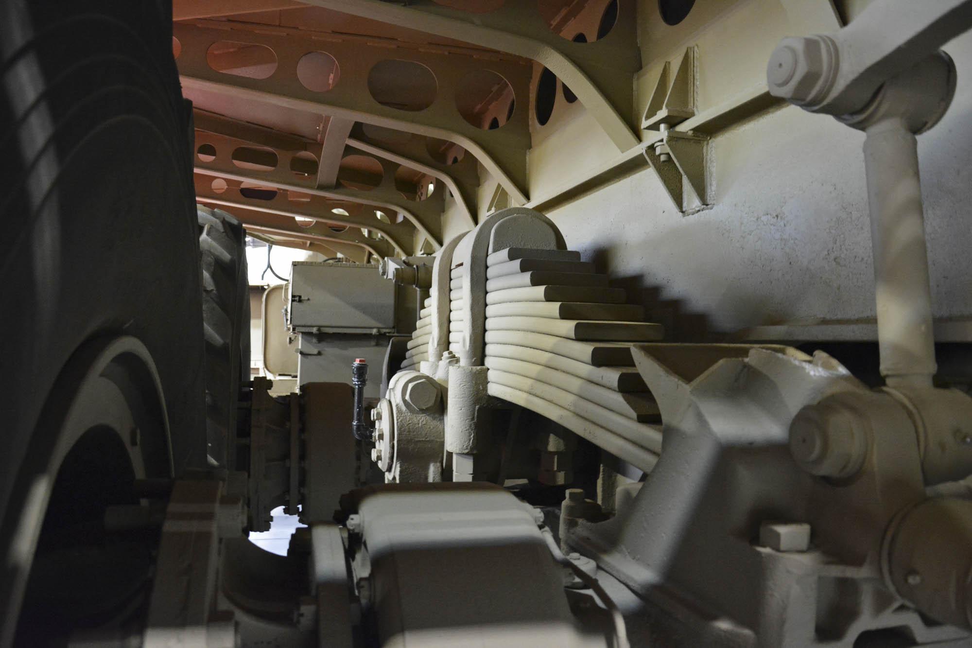 Berliet T100 suspension