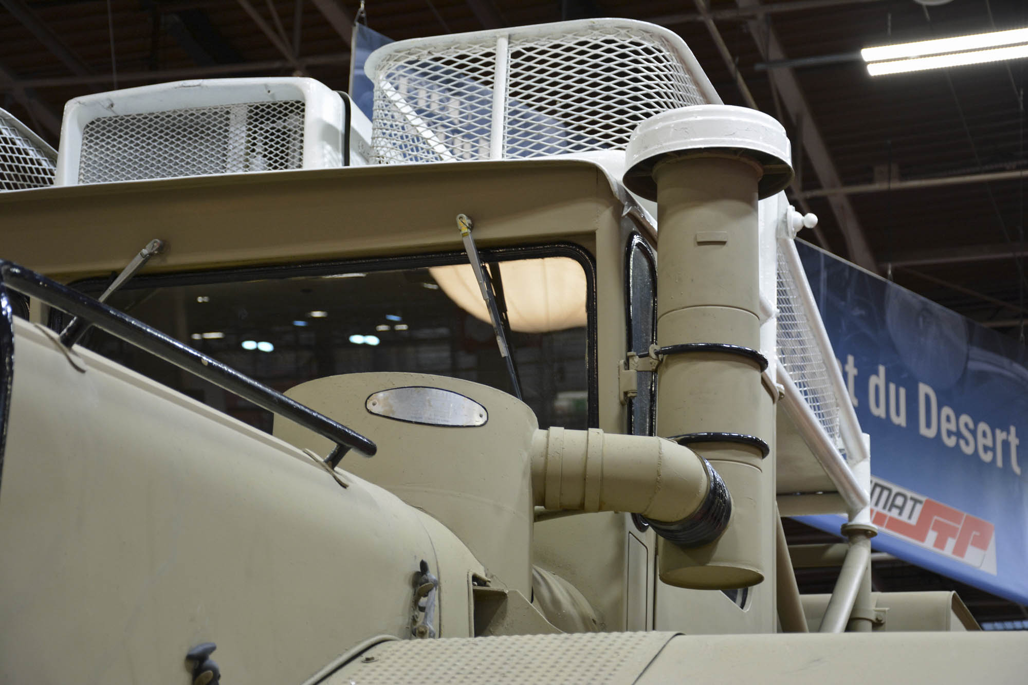 Berliet T100 smoke stack