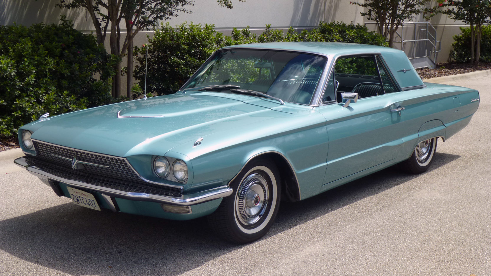 1966 Ford Thunderbird front 3/4