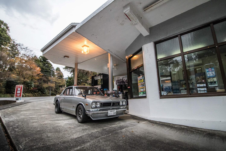 Nissan GT-R Hakosuka gas station